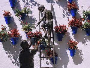 Escultura Del Abuelo & El Nino