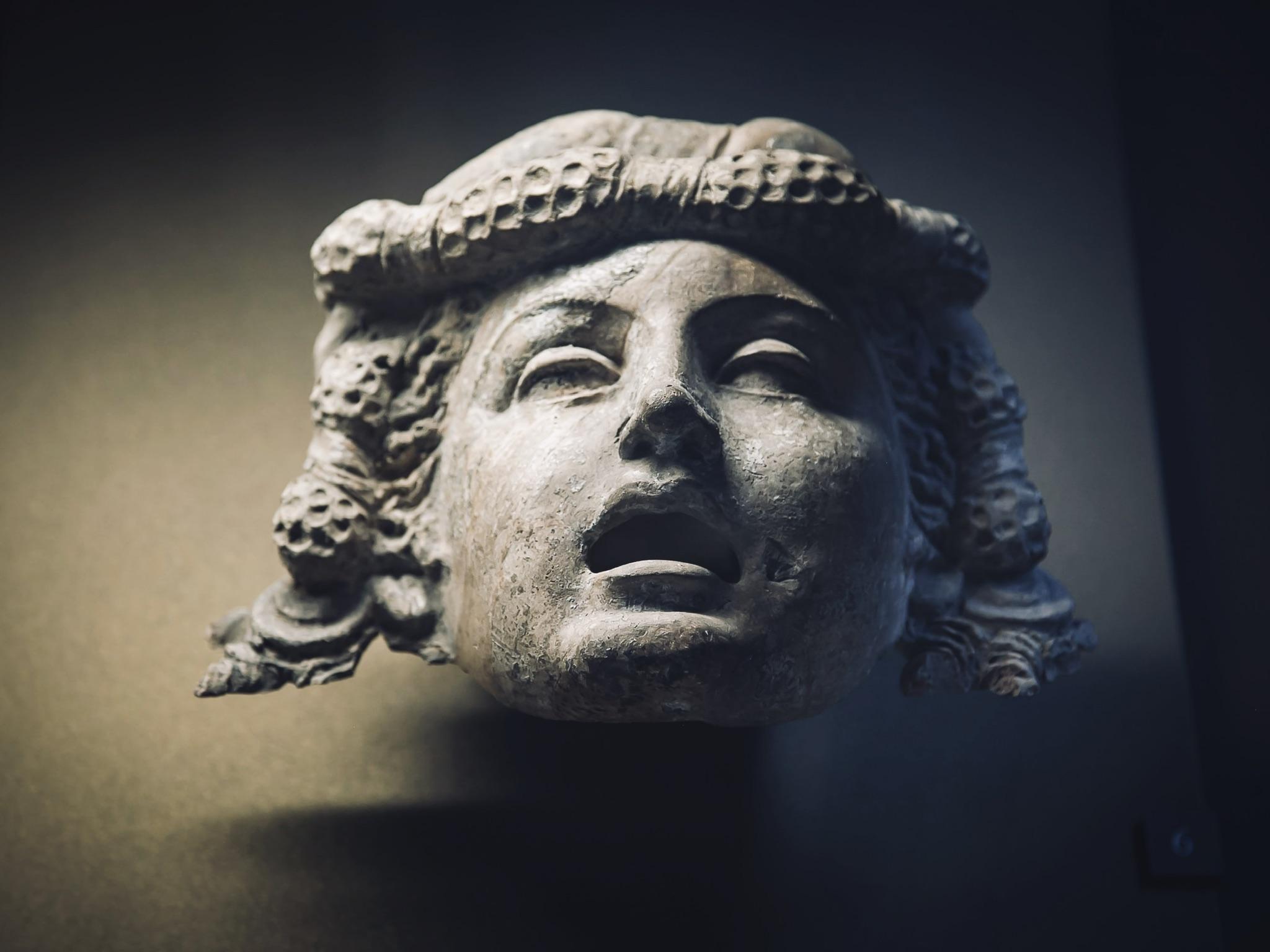 Female head statue, Paris